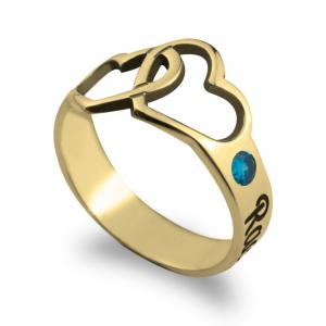 טבעת לבבות חריטה של שם ואבן לפי חודש לידה